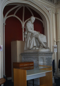 Statue of James Watt an the Watt Library in Greenock